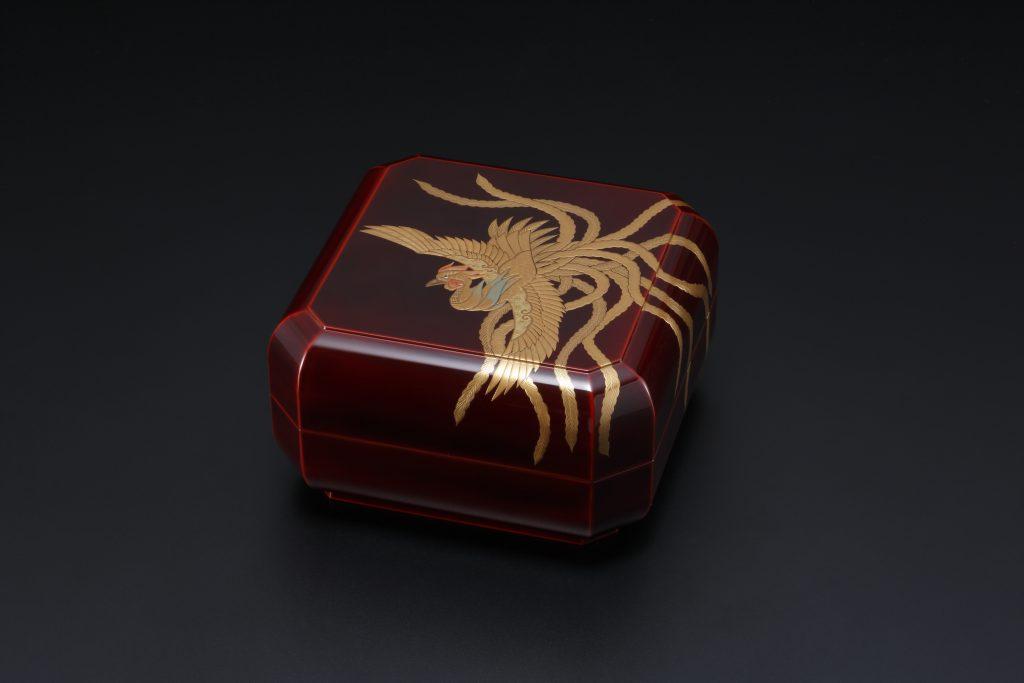 Octagonal Food Box With Design of Phoenix in Maki-e