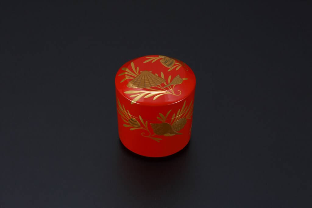 Scarlet Tea Container With Design of Seaweeds And Seashells