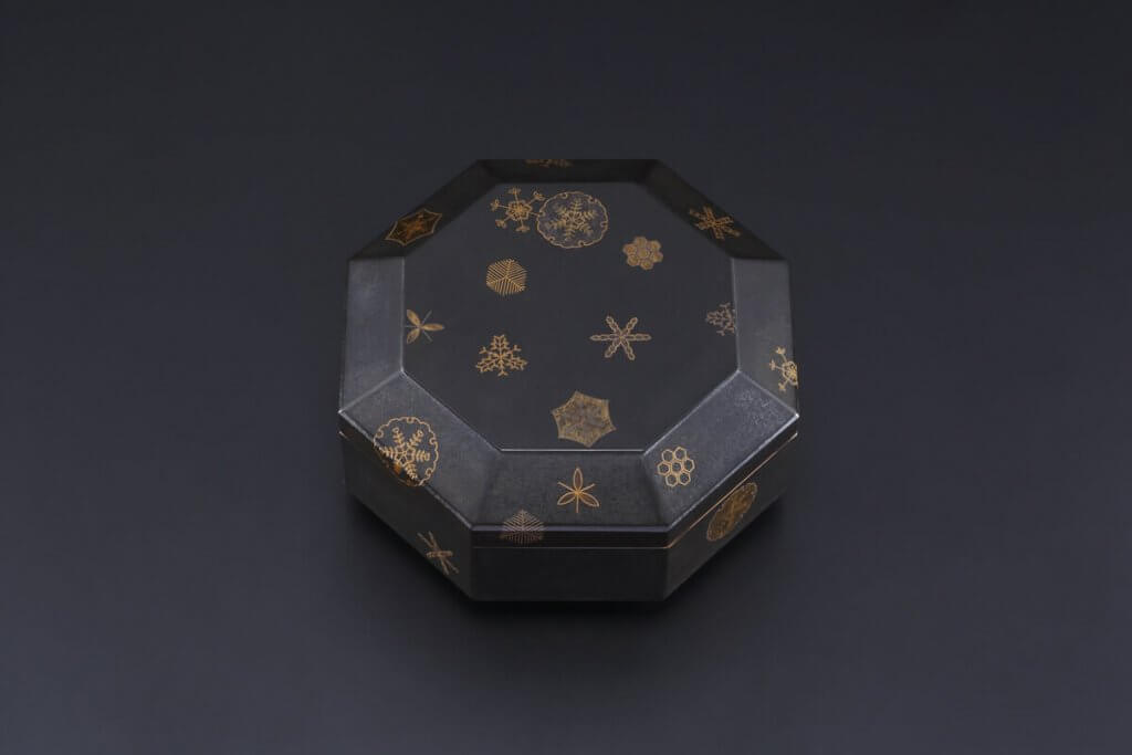 Octagonal Food Box With Design of Snow Crystals in Maki-e