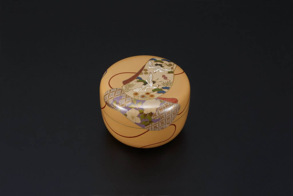 White Lacquered Tea Container With Design of Kimono Sleeves