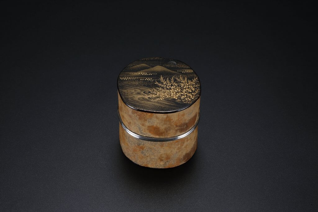 Unskinned Camellia Tea Container (With Silver Ornamental Border)
